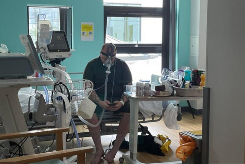 Matthew Keenan, warga Inggris yang berprofesi pelatih sepakbola, menyesal tidak divaksinasi. Pria berusia 34 tahun itu kini berjuang melawan Covid-19 di rumah sakit.