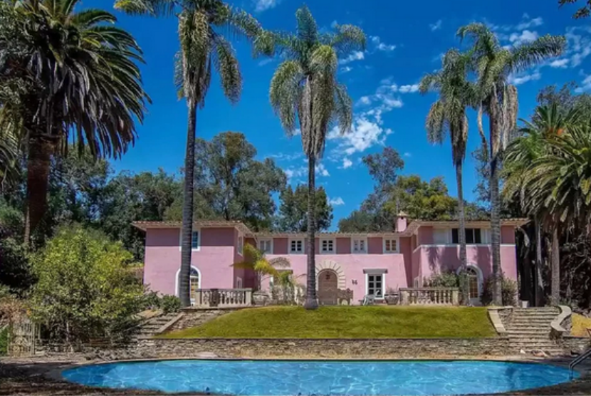 Rumah keluarga Osama Bin Laden di Bel Air, Los Angeles, dijual.