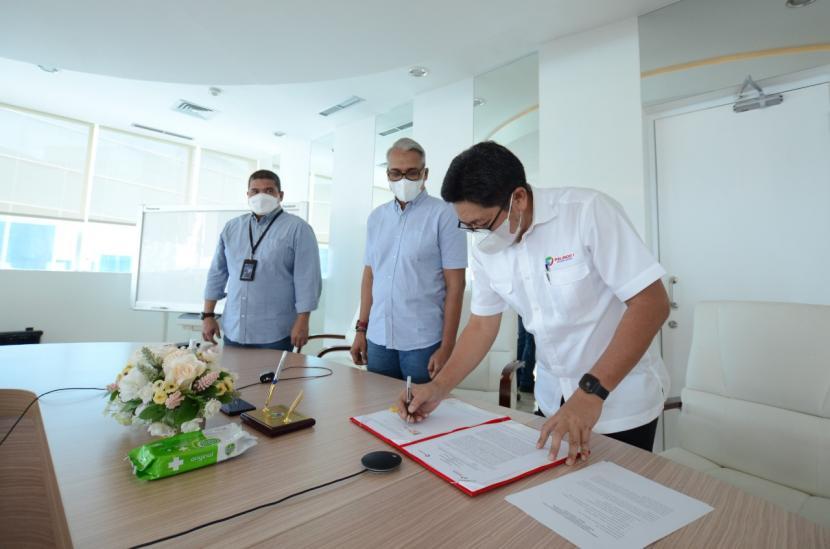 Pelindo 1 dan PT Pertamina Trans Kontinental (PTK) menandatangani Nota Kesepahaman tentang Kerja Sama dalam Layanan Bisnis Pelayaran dan Kepelabuhanan yang dilakukan secara daring pada Kamis, 5 Agustus 2021. Penandatanganan ini dilakukan oleh Direktur Transformasi dan Pengembangan Bisnis Pelindo 1, Joko Noerhudha dan Direktur Utama PTK, Nepos MT Pakpahan yang didampingi oleh Direktur Utama Pelindo 1, Prasetyo.