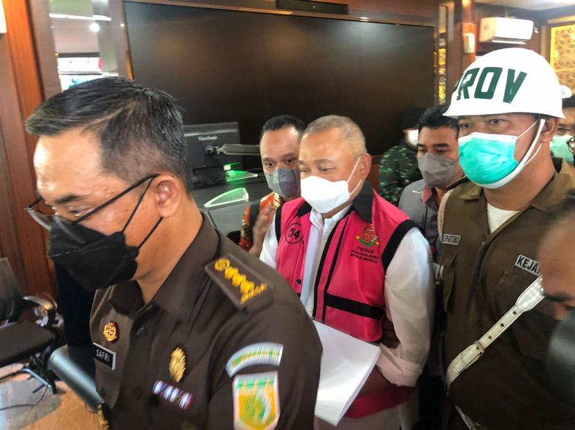 Mantan Gubernur Sumatera Selatan Alex Noerdin ditetapkan tersangka, dan ditahan Kejaksaan Agung (Kejakgung) terkait dugaan korupsi pembelian dan pengelolaan gas bumi Sumsel.