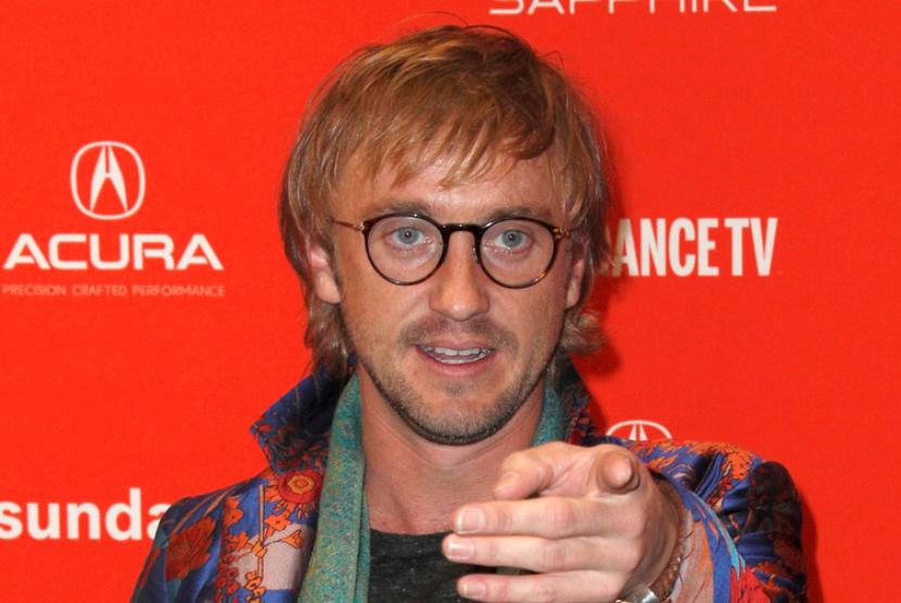 Tom Felton, aktor pemeran Draco Malfoy dalam serial Harry Potter, rajin main golf.