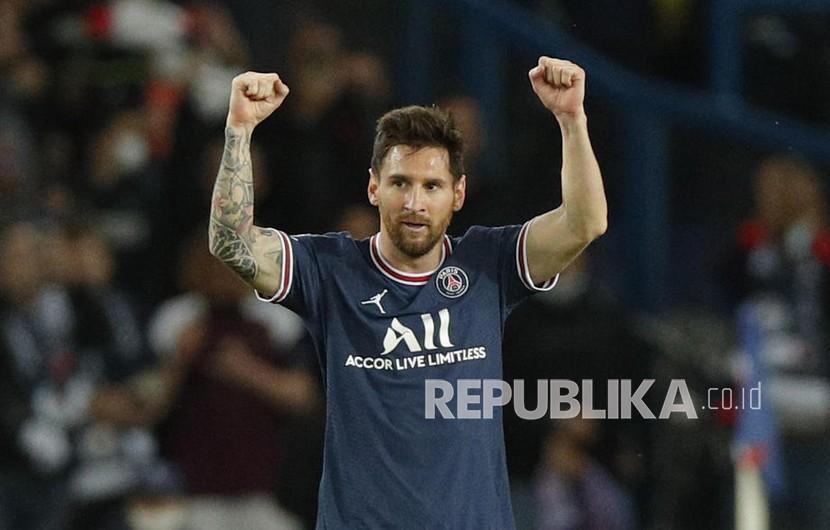 Pemain PSG Lionel Messi merayakan keunggulan 2-0 dalam pertandingan sepak bola grup A Liga Champions UEFA antara PSG dan Manchester City di stadion Parc des Princes di Paris, Prancis,Rabu (29/9) di hari WIB.