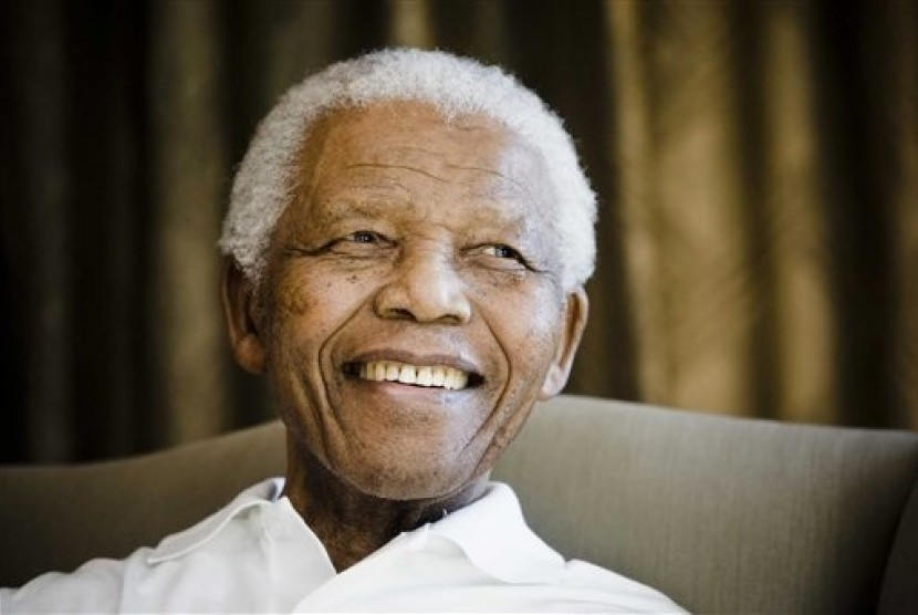 A document reveals that Israeli intelligent agency, Mossad, trained Nelson Mandela into a Zionist.
