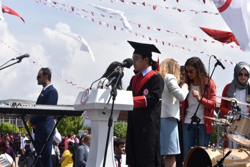 Abu Hanifah Sukran, lulusan Suleyman Demirel Universitesi, Turki.