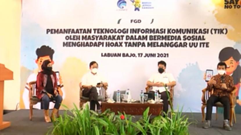 Acara forum group discussion Pemanfaatan Teknologi Komunikasi (TIK) oleh Masyarakat dalam Bermedia Sosial Menghadapi Hoaks Tanpa Melanggar UU ITE di Kupang, Kamis (17/6).
