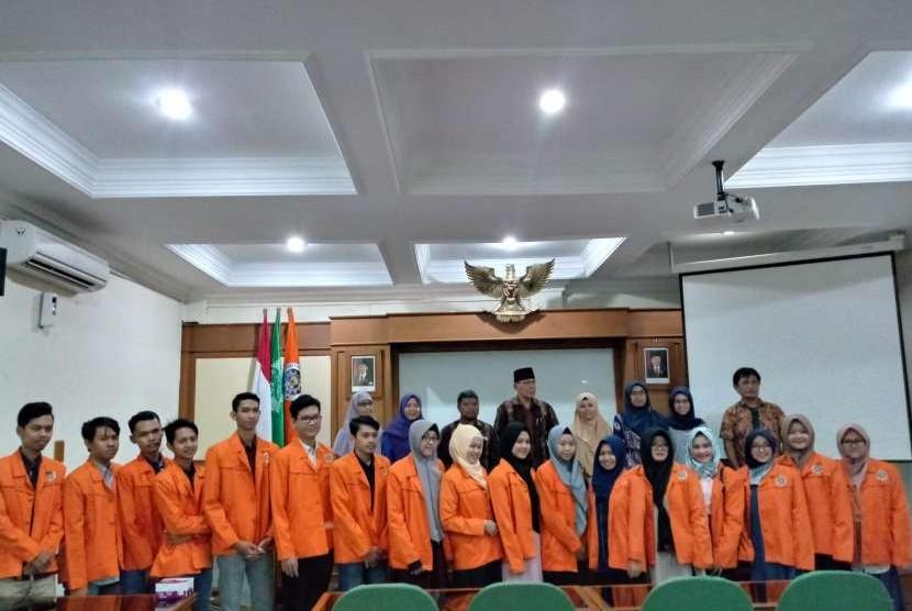 Acara pelepasan mahasiswa Universitas Ahmad Dahlan (UAD), Yogyakarta ke Cina di Ruang Sidang Utama, Kampus 1 UAD.
