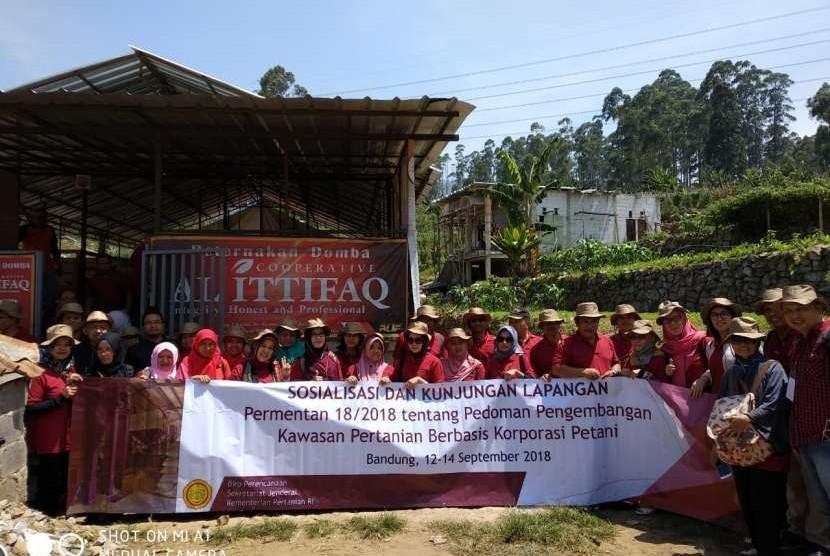 Acara Sosialisasi Permentan 18/2018 tentang Pedoman Pengembangan Kawasan Berbasis Korporasi Petani di Bandung, Jumat (14/9)