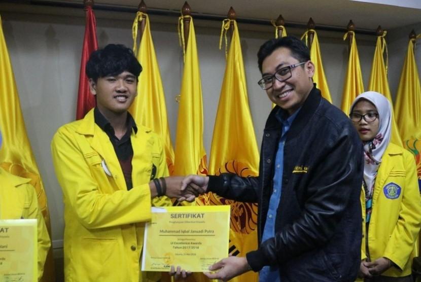 Acara talks show & penyerahan penghargaan UI Excellent Awards kepada 10 mahasiswa UI berprestasi.