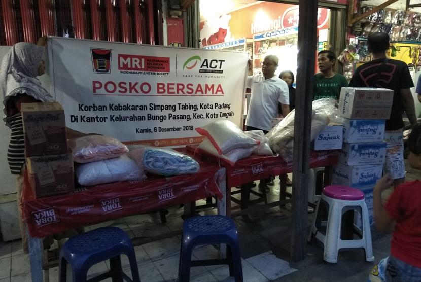 ACT mendirikan posko bersama bagi korban kebakaran Pasar Tabing, Kota Padang.