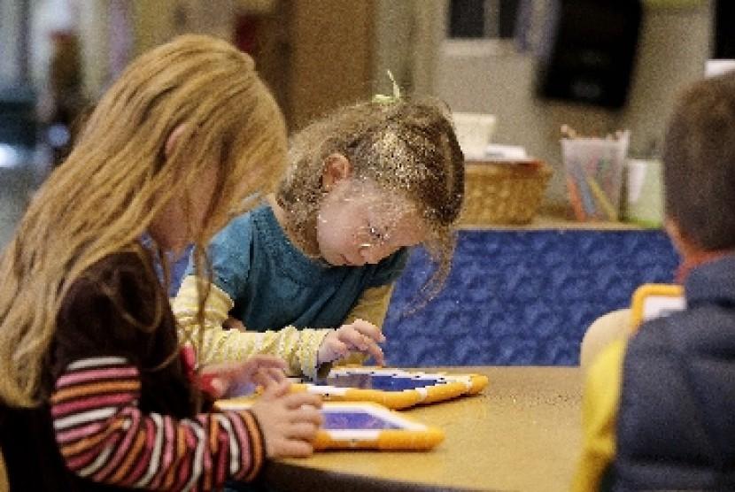 Ada beberapa faktor yang mempengaruhi perilaku, kecerdasan, dan kreativitas anak.