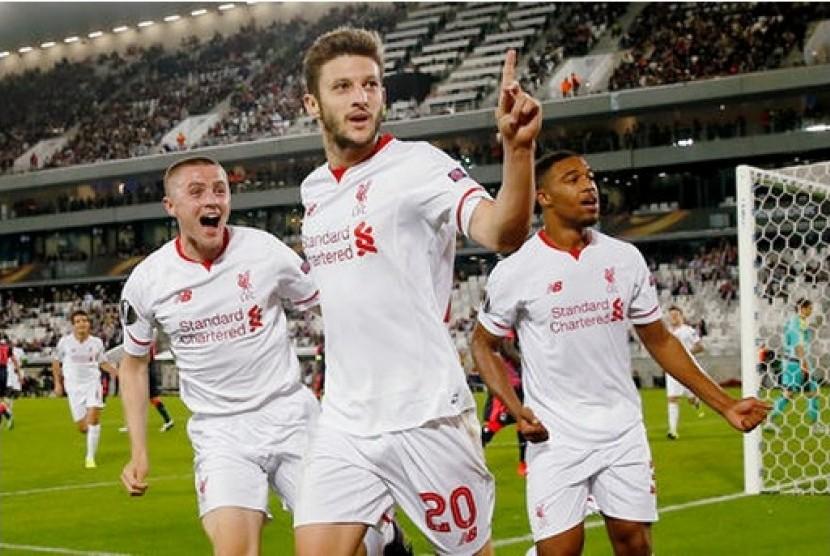 Adam Lallana (tengah) merayakan golnya ke gawang Bordeaux