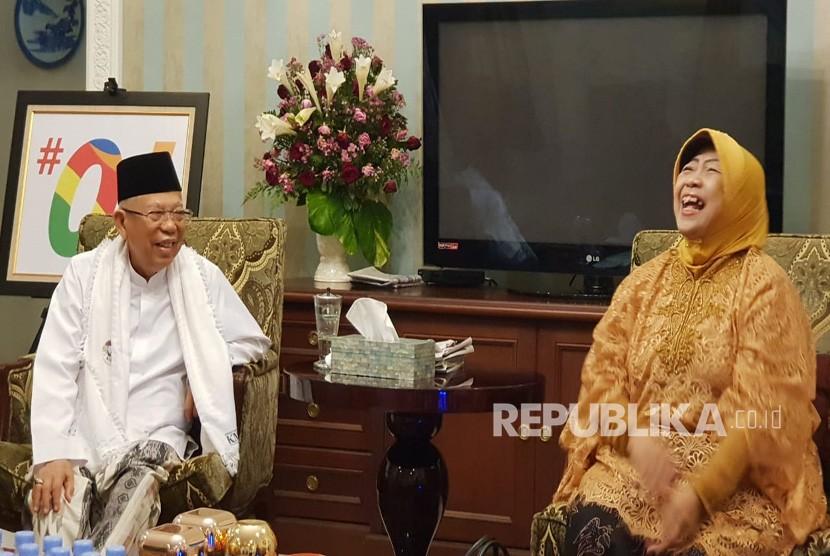 Adik Presiden ke-4 RI, Abdurrahman Wahid (Gus Dur), Lily  Chodidjah Wahid (Lily Wahid) saat bersilurrahim ke kediaman KH Ma'ruf Amin  di Jalan Situbondo, Menteng, Jakarta Pusat, Senin (31/12) sore.