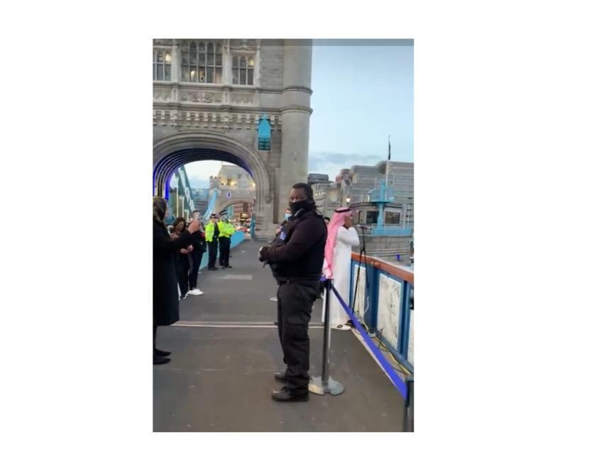 Adzan berkumandang di Tower Bridge London Inggris usai pertemuan iftar antaragama