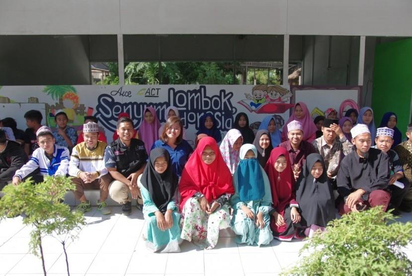 AICE bersama Aksi Cepat Tanggap (ACT) dan Rumah Yatim melanjutkan komitmen menyebarkan senyuman bagi anak-anak Lombok sebagai bagian dari pemulihan bencana.