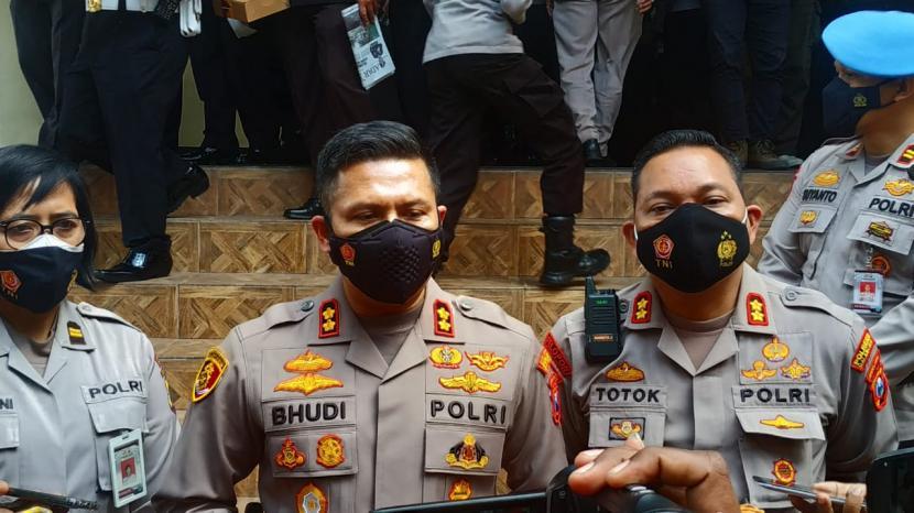 AKBP Budi Hermanto (tengah) resmi menjabat sebagai Kepala Polresta (Kapolresta) Malang Kota (Makota) yang baru, Jumat (18/6).