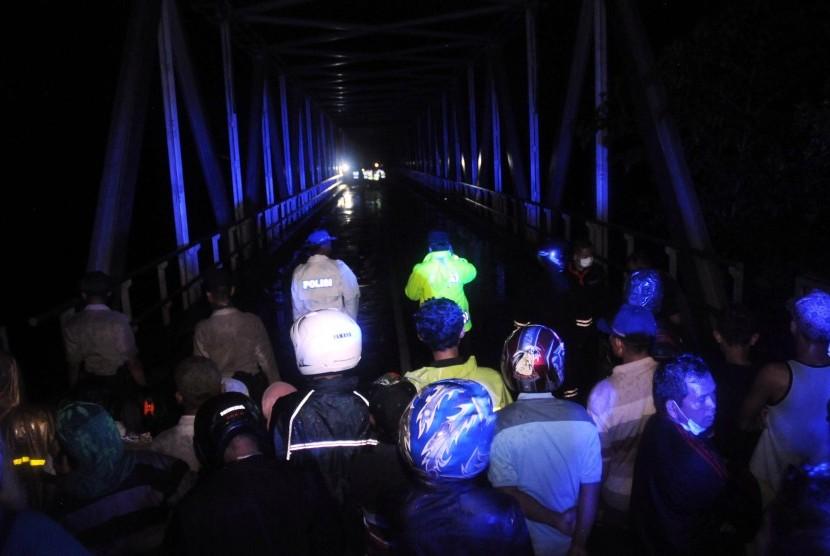 Akibat lahar dingin jembatan di tutup