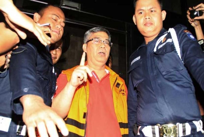 Akil Mochtar ditahan KPK.