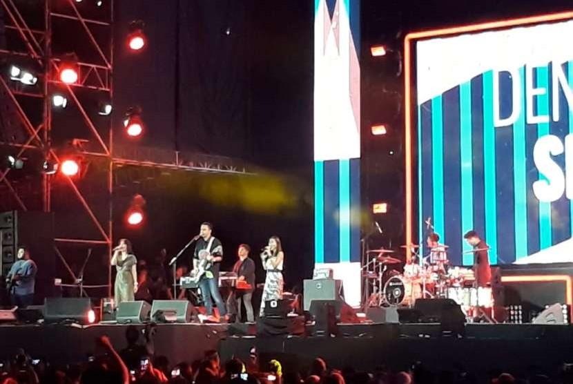 Aksi grup musik Barasuara di Soundrenaline 2018, Sabtu (8/9) petang.