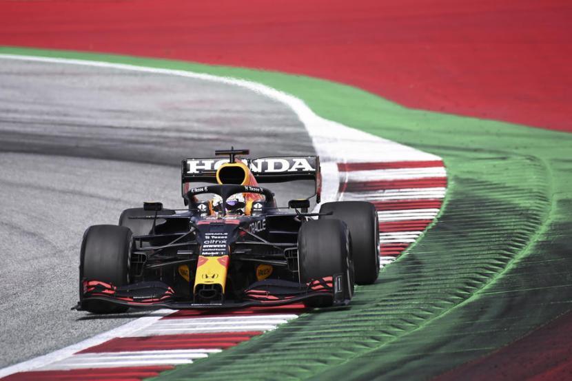 Aksi pembalap Red Bull Max Verstappen di GP Styria. Verstappen akan kembali membalap di sirkuit yang sama, Red Bull Ring Spielberg, pada GP Austria akhir pekan ini.