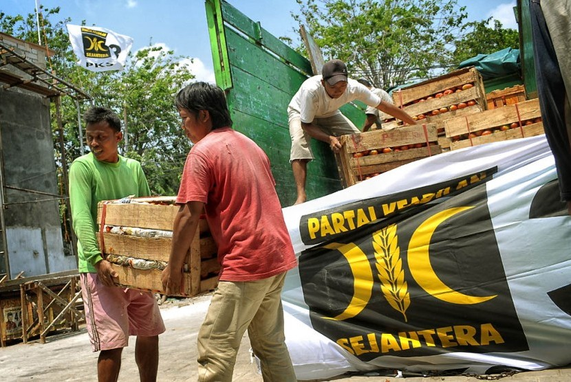 Aksi PKS Jakarta memasok tomat ke Jabodetabek