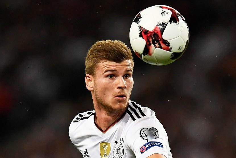 Aksi striker timnas Jerman, Timo Werner saat laga kualifikasi Piala Dunia 2018 lawan Norwegia di Stuttgart, Senin (4/9).