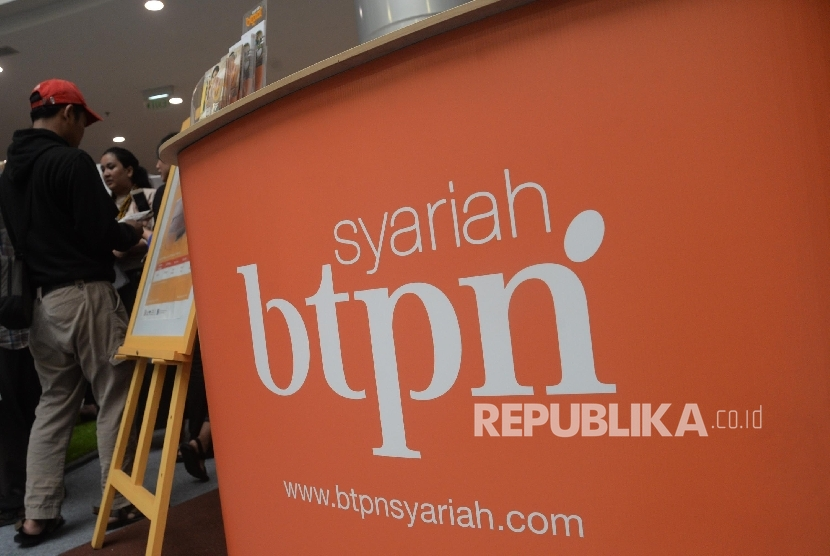 Aktivitas di stand BTPN Syariah, Jakarta, Jumat (20/10).