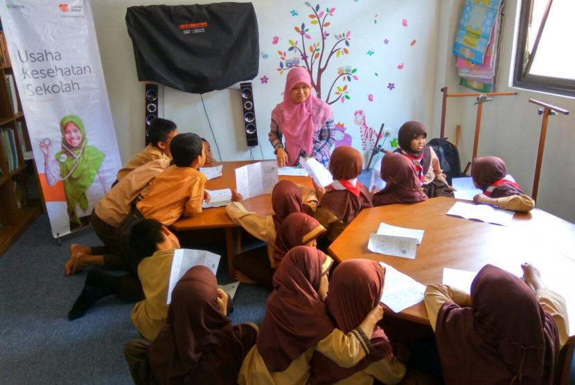 Aktivitas dokter cilik di sekolah Juara Bandung.