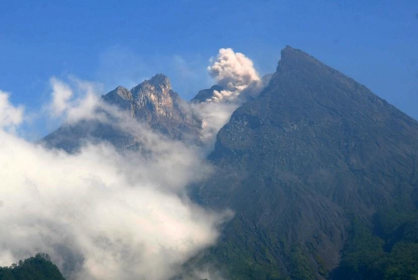 Aktivitas Gunung Merapi.