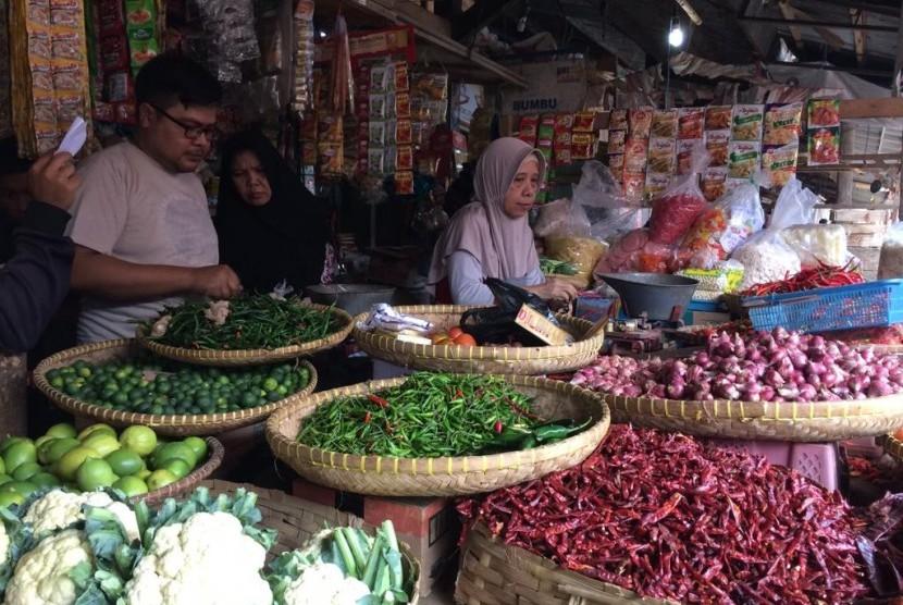 Aktivitas jual beli di pasar (ilustrasi)