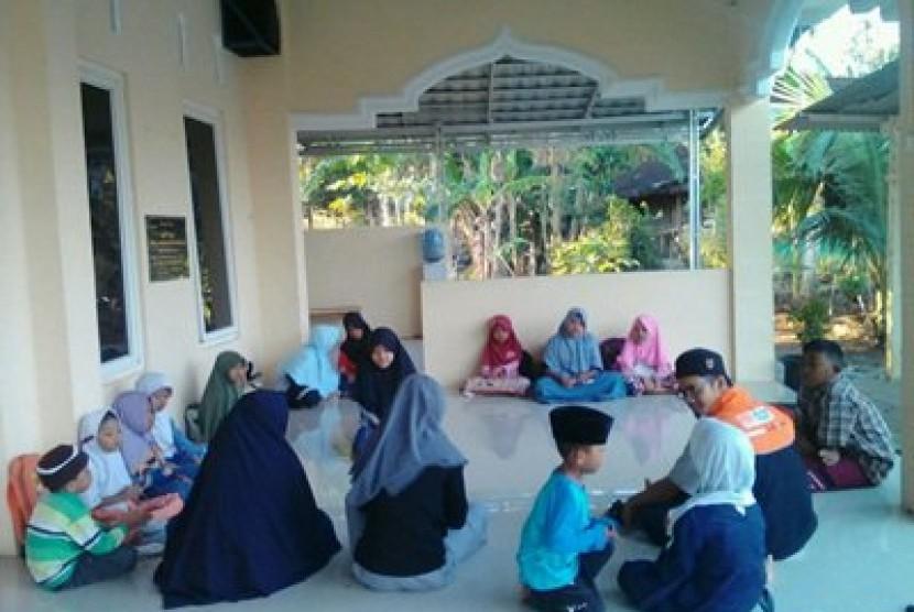 Aktivitas mengaji di TPA di Desa Berdaya Pacarejo Kecamatan Semanu Kabupaten Gunungkidul.