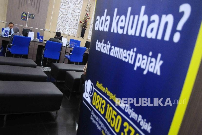 Aktivitas pelayanan pembayaran pajak di Kantor DJP Wajib Pajak Besar, Sudirman, Jakarta, Jumat (23/9).