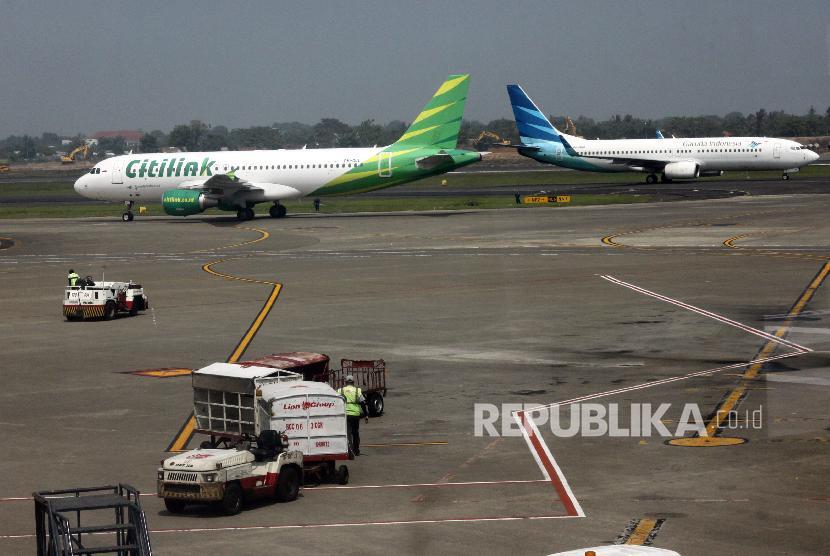 Aktivitas penerbangan di Terminal 2 Bandara Soekarno Hatta, Tangerang, Banten (ilustrasi)