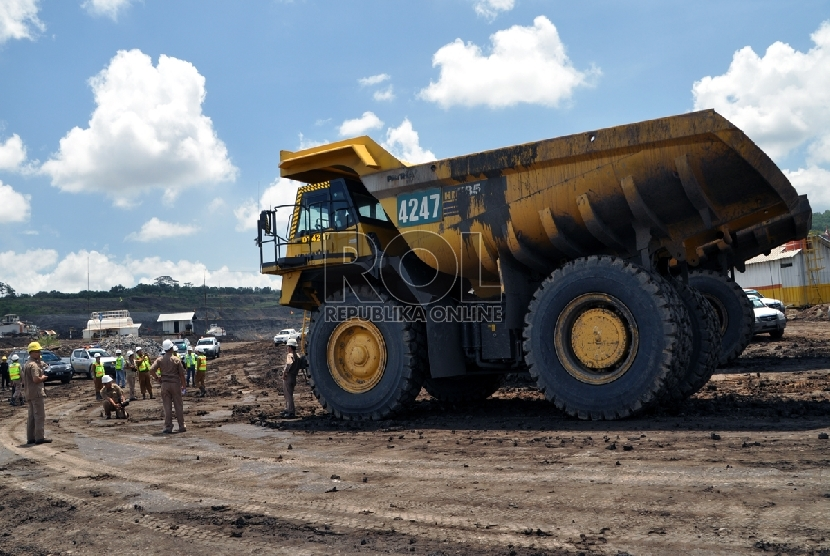 Aktivitas tambang Batu bara PT Bukit Asam (PTBA) Tbk di lokasi Unit Pertambangan Tanjung Enim, Sumatera Selatan (Sumsel).   (Republika/Maspril Aries(