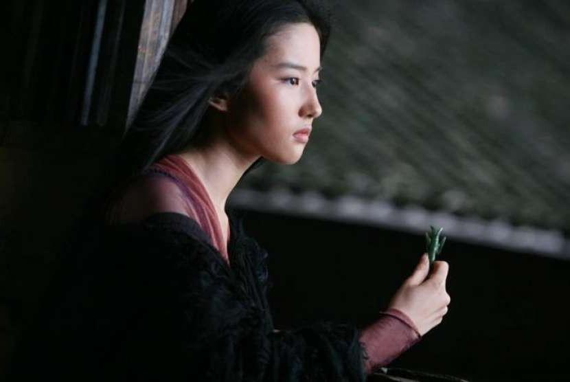 Aktris asal Cina Liu Yifei yang akan berperan sebagai Mulan.