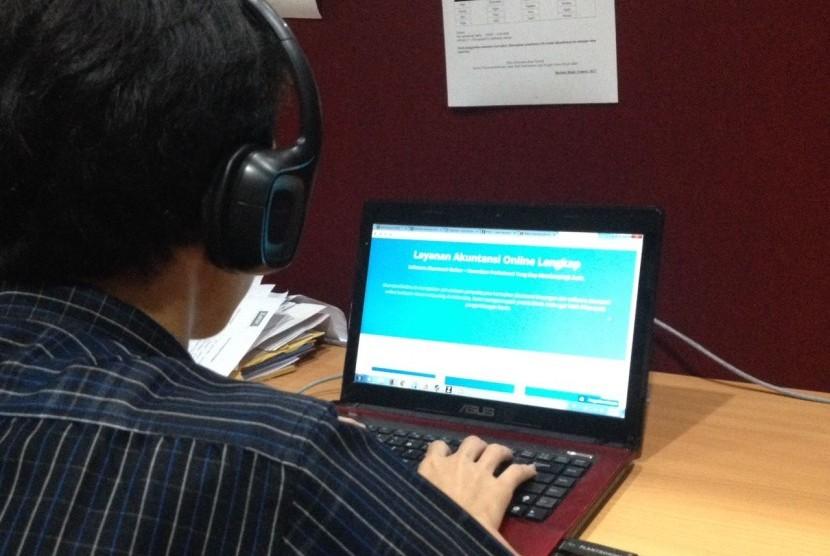 Akuntan virtual membantu pemilik bisnis menjalankan bisnisnya.