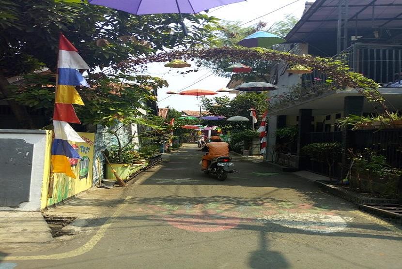 alan H Baping RT 04/RW 09 di Ciracas Jakarta Timur akan dikenal sebagai Serambi Madinah. Kampung di Kota Jakarta ini mengusung tema Kampung Madinah (Maju, Dinamis, Nyaman dan Indah).