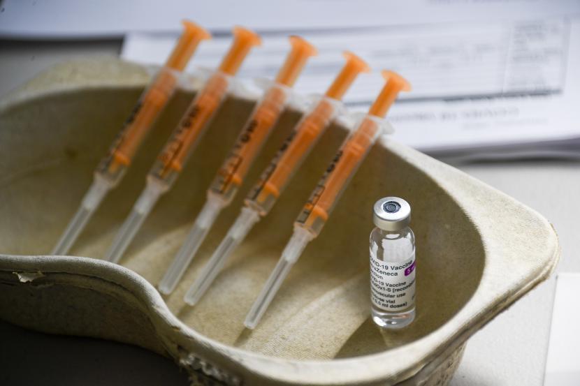 Adakah Efek Samping Vaksinasi Covid-19 Saat Puasa Ramadhan?. Foto: Vaksinasi covid-19