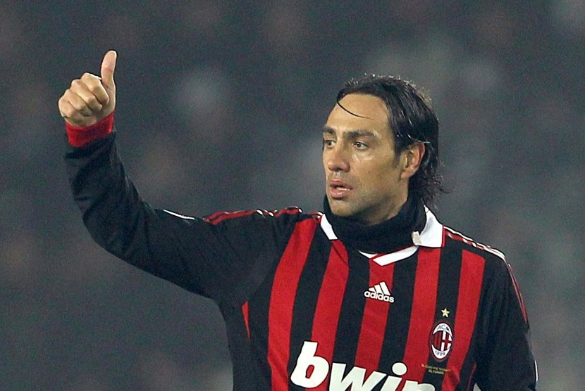 Alessandro Nesta saat masih berseragam AC Milan pada 2010.