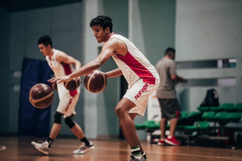 Ali Bagir Wayarabi Alhadar (kanan) berlatih dalam tc timnas basket senior.