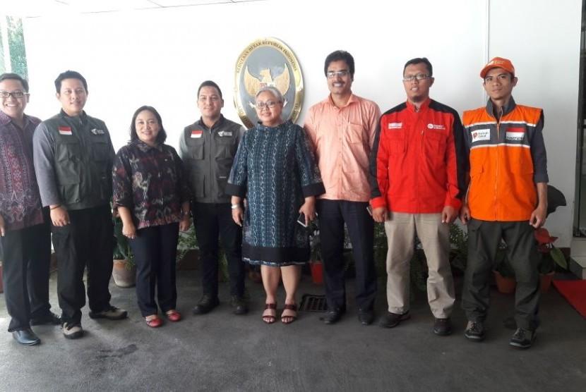 Aliansi Lembaga kemanusiaan Indonesia yang terdiri dari berbagai lembaga kemanusiaan yang fokus dengan isu kemanusiaan yang menimpa etnis Rohingya mengunjungi KBRI Bangladesh (18/9).