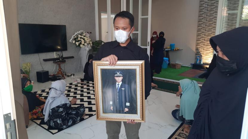 Almarhum M Fajar Dwi Saputra (26), Co-pilot Rimbun Air yang jatuh di Gunung Wabu, Intan Jaya, Papua, Rabu (15/9) pagi.