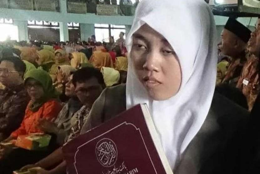 Alunan merdu lantunan Quran siswi kelas 12 Jurusan Keagamaan Madrasah Aliyah Baitul Makmur, Rejang Lebon, Bengkulu ini serasa menghipnotis ribuan peserta pembukaan Kompetisi Sains Madrasah (KSM) Nasional 2018.