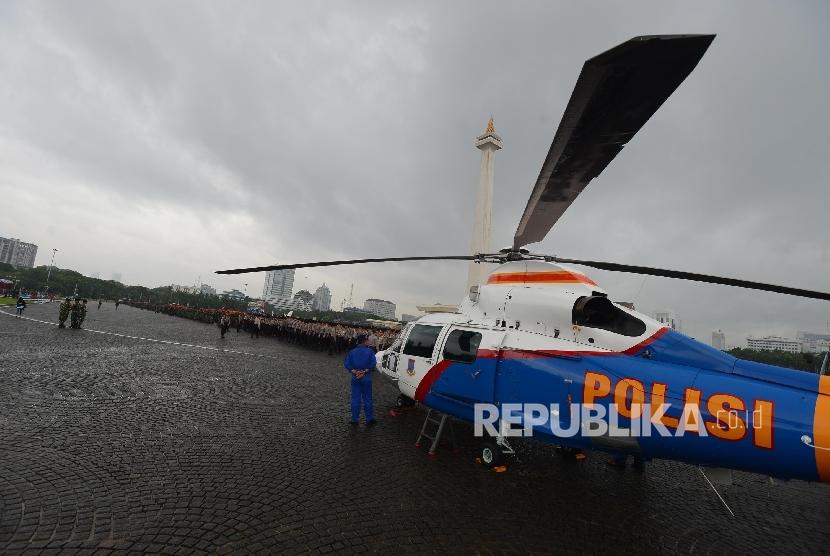 Alutsista dipersiapkan saat apel pengamanan KTT OKI di silang Monumen Nasional, Jakarta, Selasa (1/3).