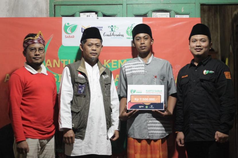 Amanah Takaful salurkan bantuan Amanah Card bagi guru ngaji dan marbot masjid  di Pandeglang dan Cilegon, Banten