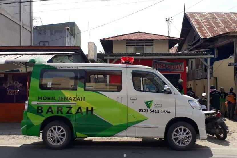 Ambulans Barzah Dompet Dhuafa rata-rata bisa mengangkut 30 jenazah korban gempa dan tsunami setiap harinya.