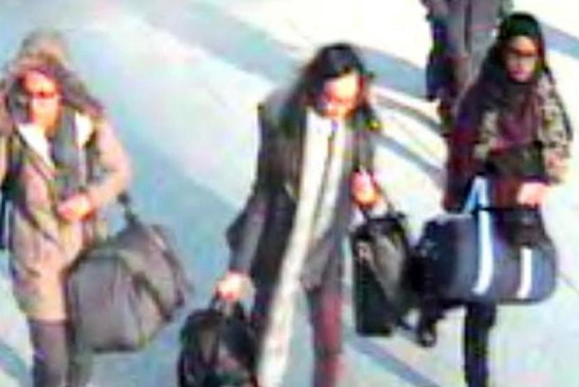 Amira Abase (kiri), Kadiza Sultana (tengah) dan and Shamima Begum (kanan) saat bertolak ke Turki untuk bergabung ISIS pada 2015 lalu.
