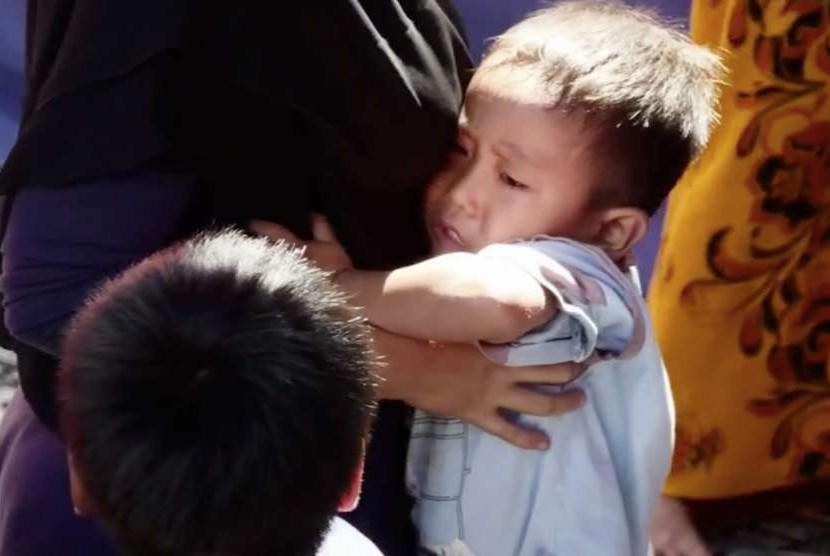 Anak-anak di pengungsian korban gempa di Lombok Utara.