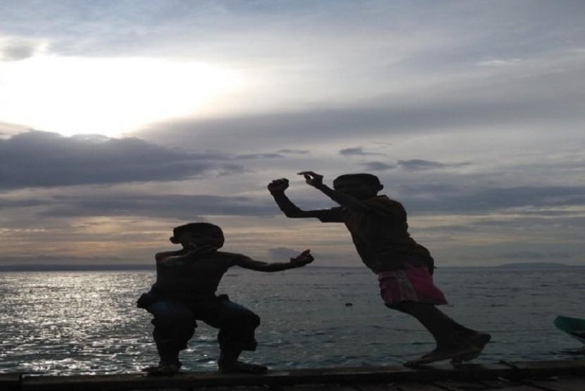 Anak-anak Pulau Bacan, Halmahera Selatan, Maluku Utara.