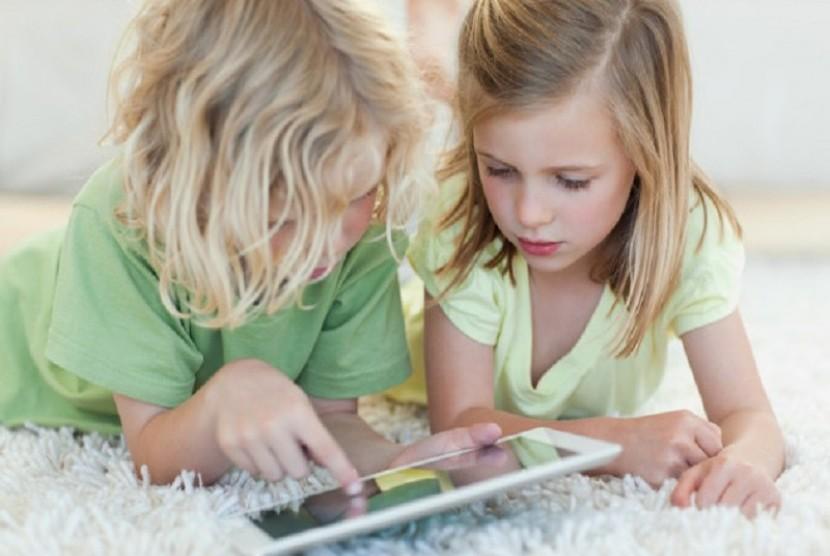 Anak bermain internet (ilustrasi)
