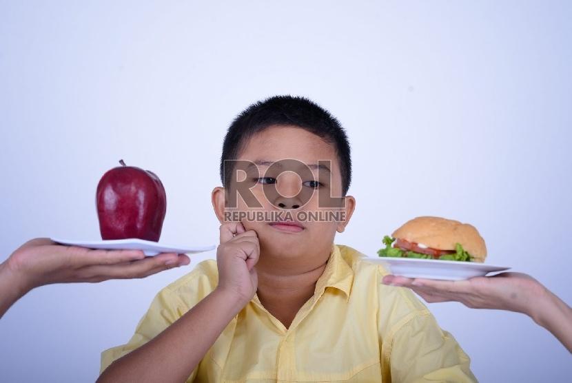 Anak harus diajarkan sejak dini untuk menyukai buah dan sayur.